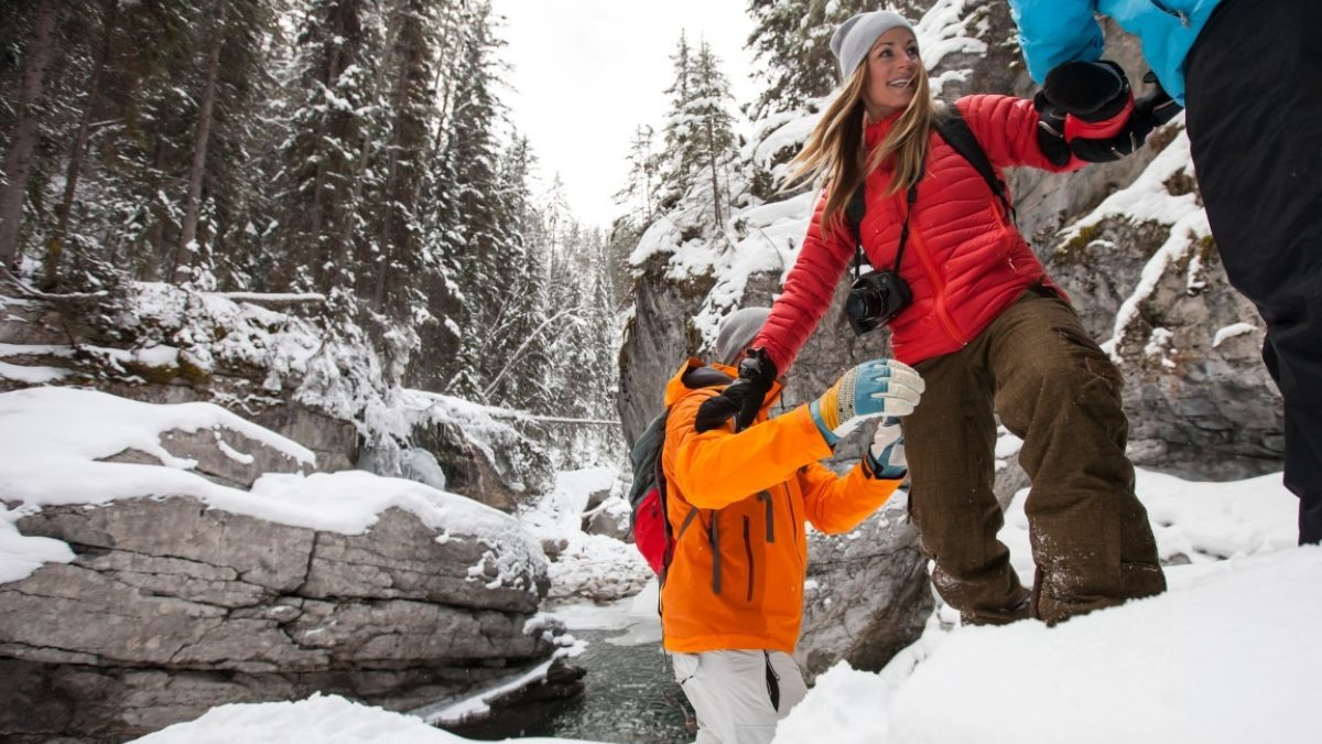 Maligne-Canyon-Icewalk-3-Medium