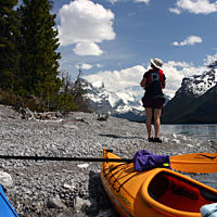 Kayak-Maligne-Shore